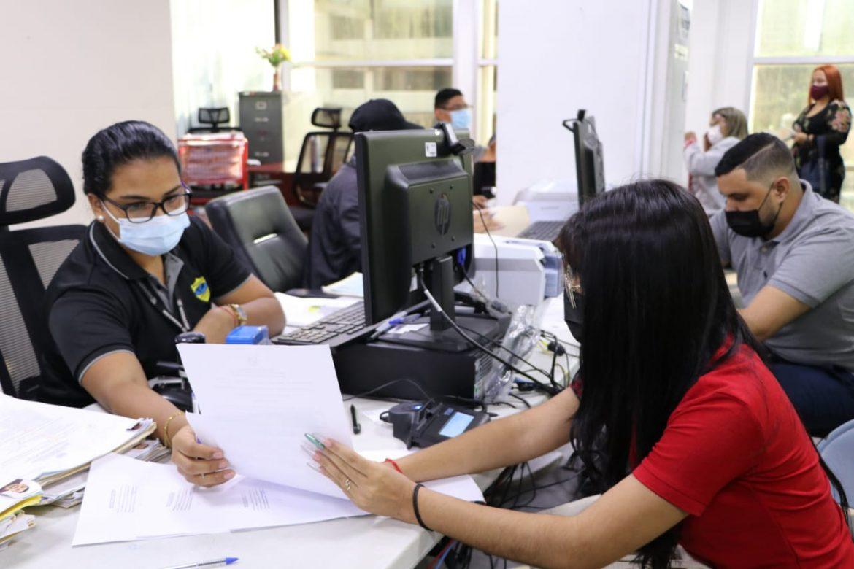 Migración retomará en julio multas por vencimiento de permisos