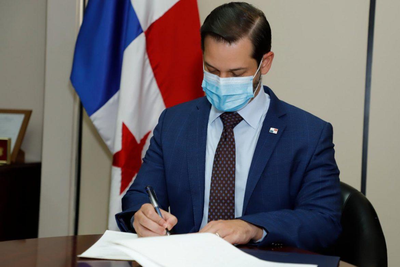 Ministro firma homologación de norma técnica de Sistema de Gestión de Calidad