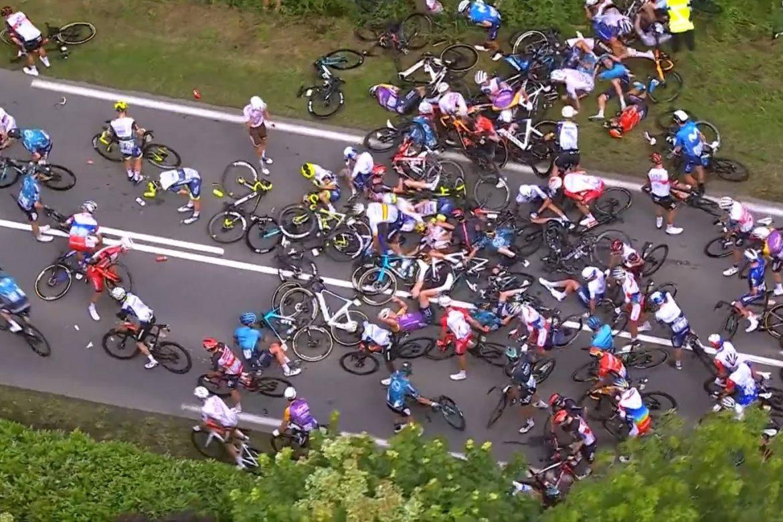 Multitudinaria caída en el Tour de Francia