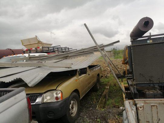Fuertes vientos y lluvias con actividad eléctrica azotaron la capital