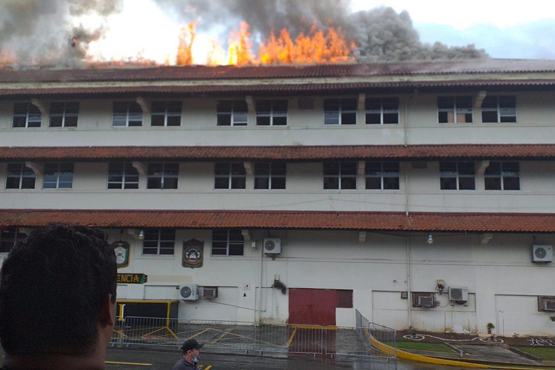 Se incendia edificio de la academia del SPI
