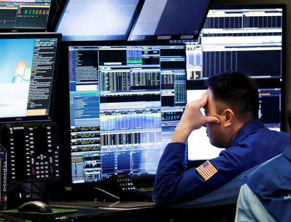 Wall Street cerró una jornada de rebote con triple récord