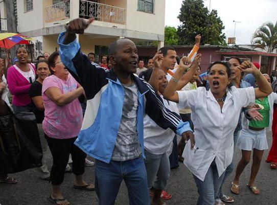 El presidente cubano convoca a sus partidarios a combatir protestas callejeras