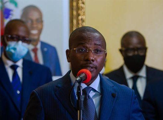 El primer ministro Joseph dimitirá y le cederá el poder en Haití a Ariel Henry