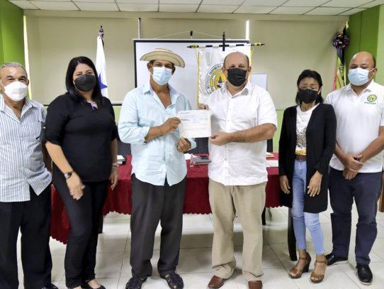 IPACOOP entrega aportes por más de 55 mil dólares a cooperativas en Azuero