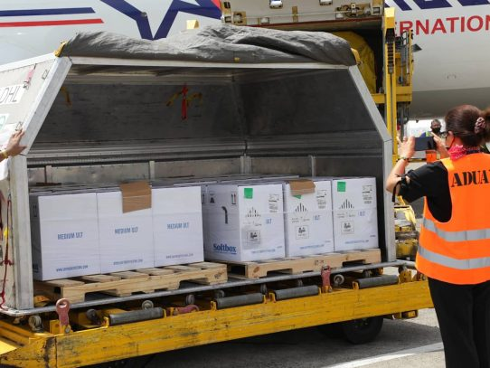 Panamá recibe 121,680 dosis de Pfizer contra la Covid-19