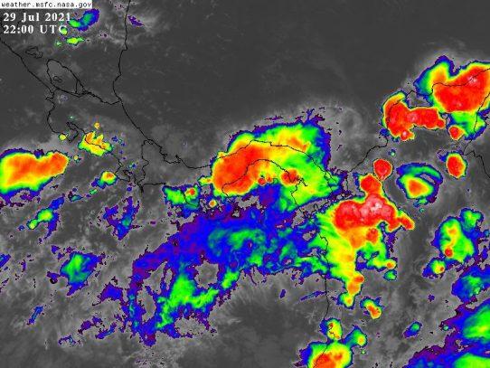 Con lluvias y tormentas, se desplaza la onda tropical #22 sobre el país