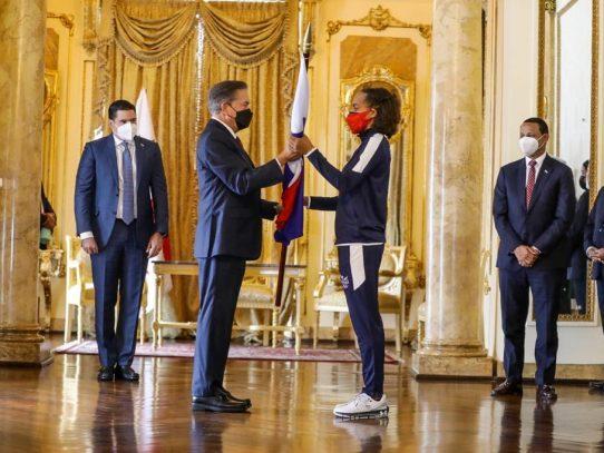El Presidente entregó pabellón nacional a atletas que participarán en olimpiadas de Tokio