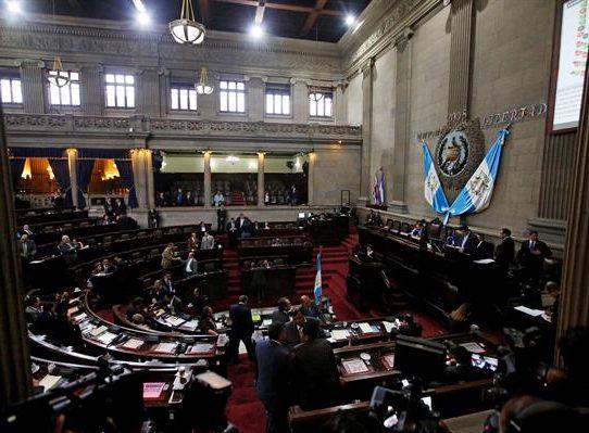 ONG exigen al Congreso de Guatemala juramentar a magistrada del Constitucional