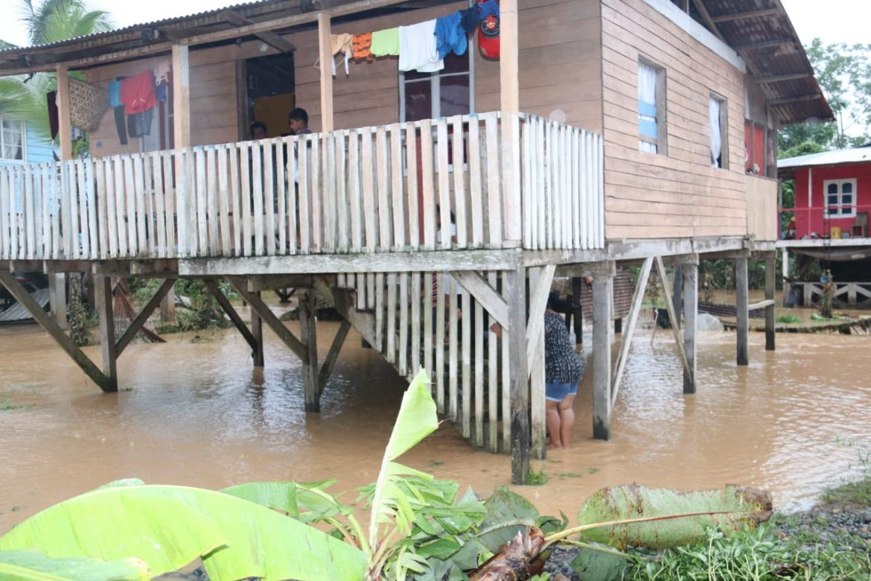 Apoyo a afectados por inundaciones en Bocas del Toro