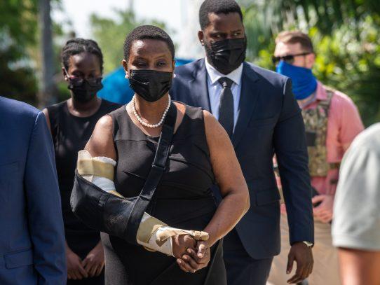 Haití, de duelo, consuela a Martine Moïse, viuda del presidente asesinado