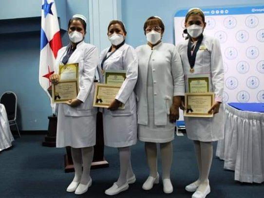 """Enfermeras recibieron la """"Medalla Ruth Pérez de Peré"""""""