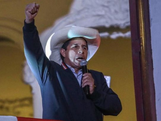 Aprobación de Pedro Castillo en 39% tras una semana de gobierno en Perú, según encuesta