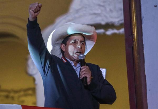 Castillo anuncia reforma constitucional apenas asumir Presidencia de Perú