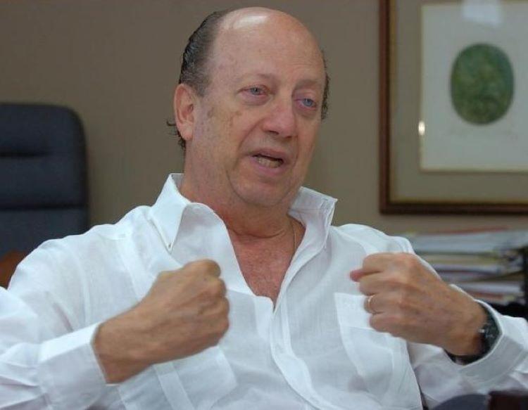 Roberto Eisenmann y Rosendo Rivera se enfrentan por el caso pinchazos