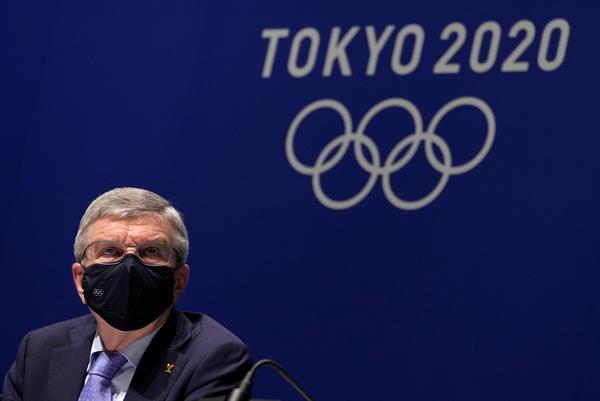 """El positivo en la Villa Olímpica """"no supone riesgos"""" para otros atletas, Bach"""