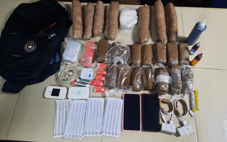 Maletín encontrado en penal La Joyita estaba cargado de artículos prohibidos