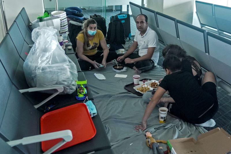 Deportan a Cuba a familia que estuvo varada un mes en Panamá