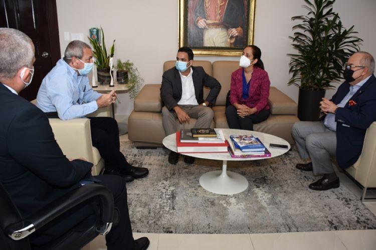 Médicos cubanos están en la recta final de su misión en Panamá