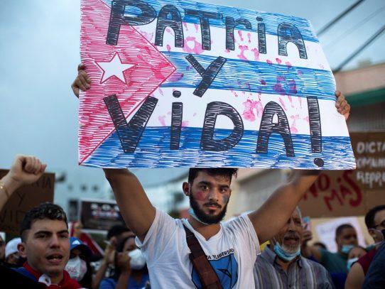 """Biden amenaza con más sanciones a Cuba salvo """"cambios drásticos"""