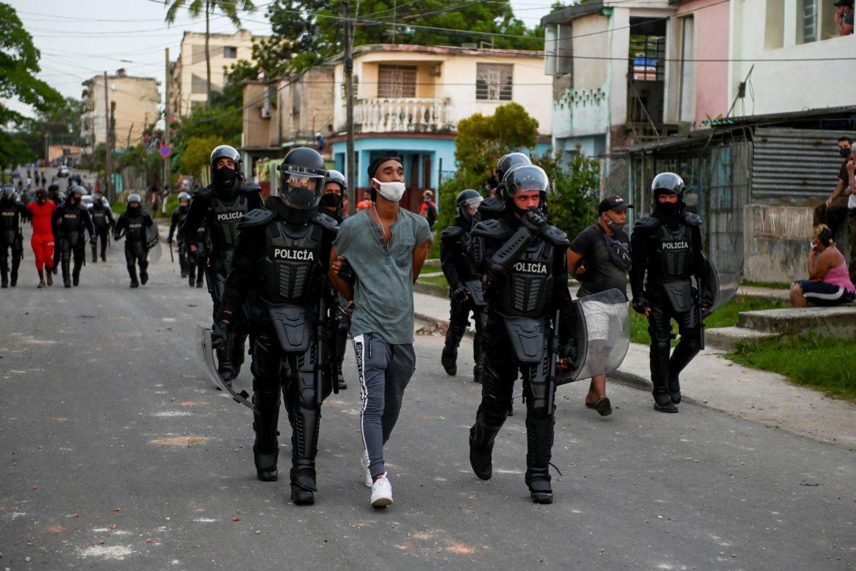 Denuncian centenar de detenidos en Cuba por protestas