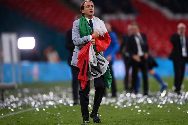 """La prensa, rendida ante Italia y el """"visionario"""" Mancini"""