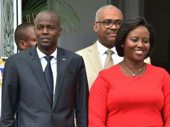 "Viuda de Jovenel Moise pide continuar ""la batalla"" del asesinado presidente de Haití"