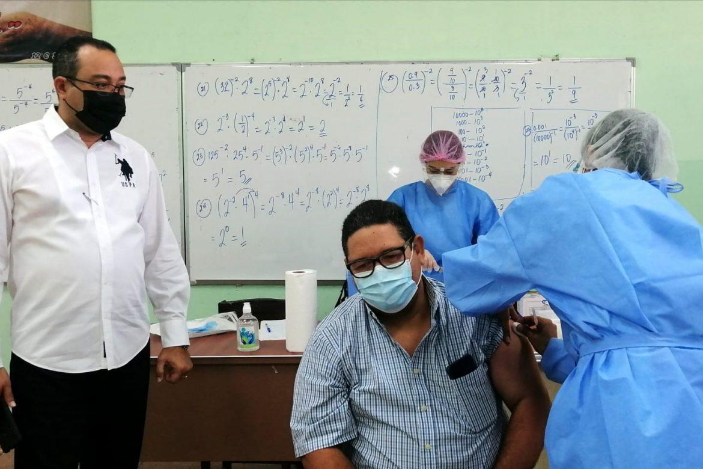 Inicia vacunación contra el Covid-19 en Chitré