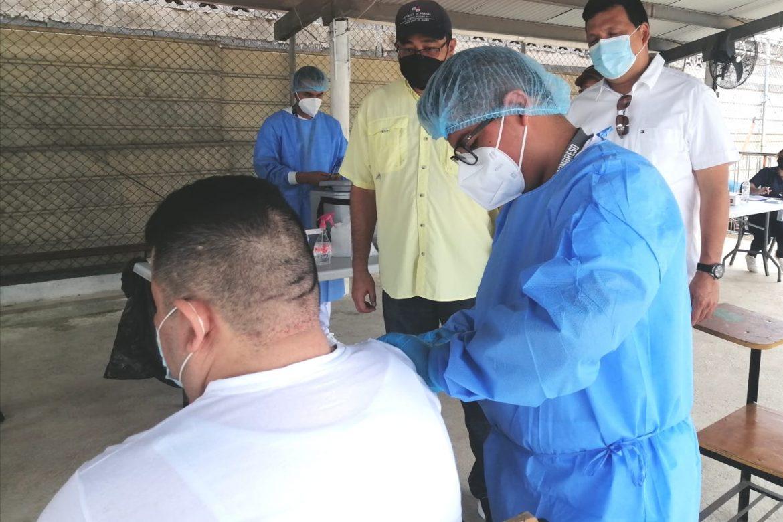 Avanza la jornada de vacunación anticovid en Chitré
