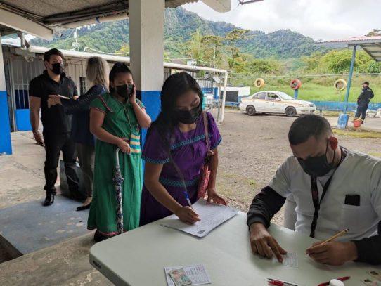 Trabajadores agrícolas en Tierras Altas responden al llamado de vacunación