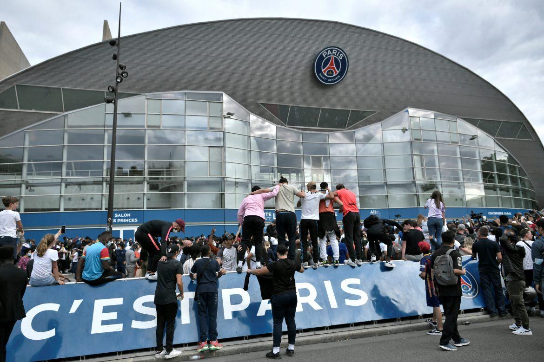 Argentinos miran a la distancia la revolución francesa de Messi
