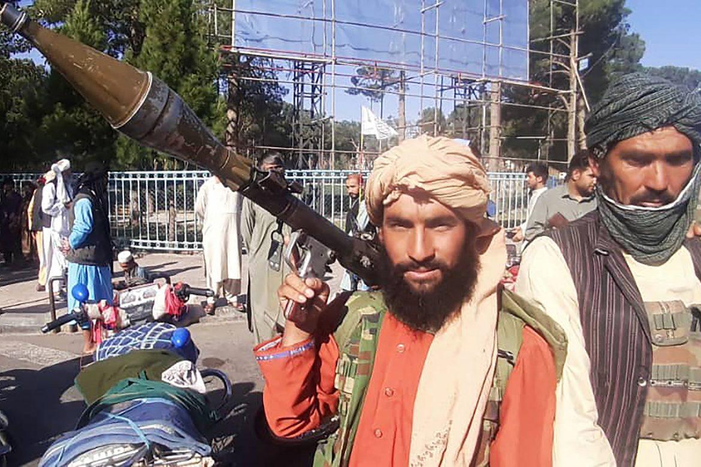 Talibanes avanzan imparables hacia Kabul y EE.UU. y Reino Unido preparan evacuación de ciudadanos