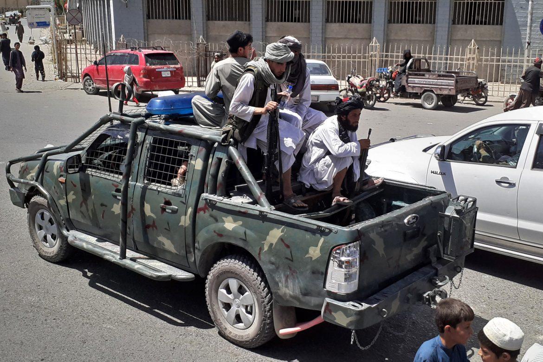 Los talibanes amnistían a los soldados afganos en Herat