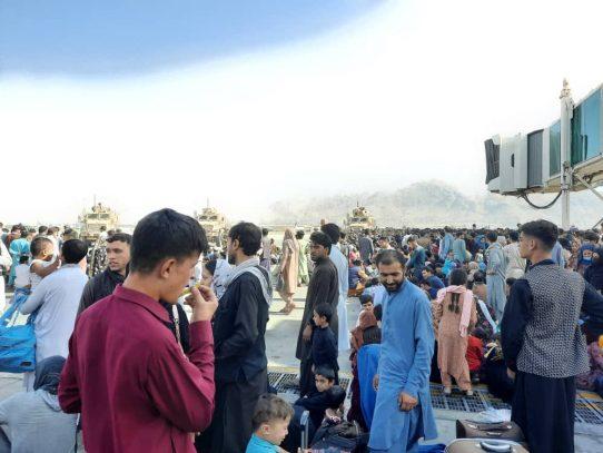 """Catar espera tener """"corredores humanitarios"""" en los aeropuertos afganos en 48 horas"""