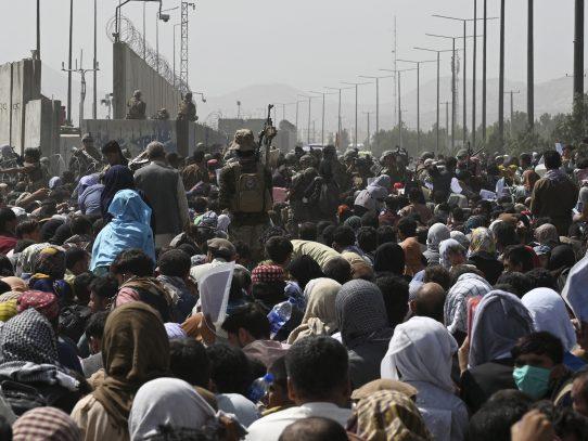 Más de 100,000 evacuados de Afganistán desde el 14 de agosto, según EE.UU.