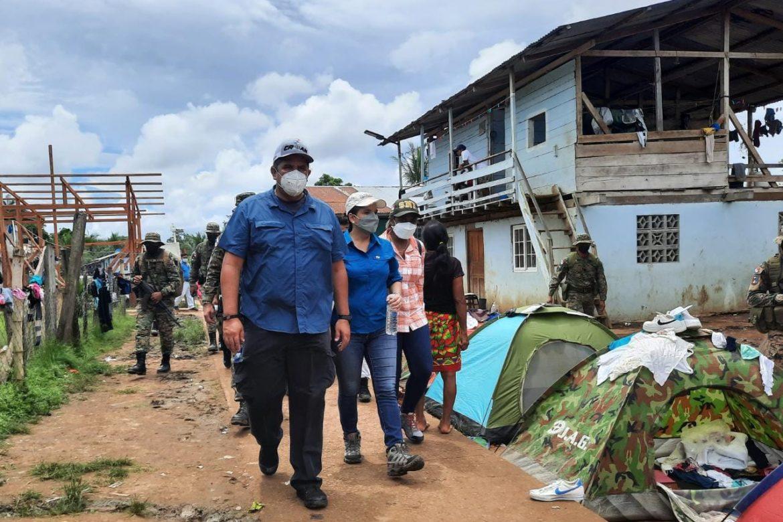 Ministro Pino supervisó el flujo controlado de migrantes en la comunidad fronteriza de Bajo Chiquito