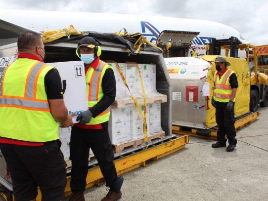 Llegó a Panamá vigésimo octavo lote con 375,570 dosis de la casa farmacéutica Pfizer