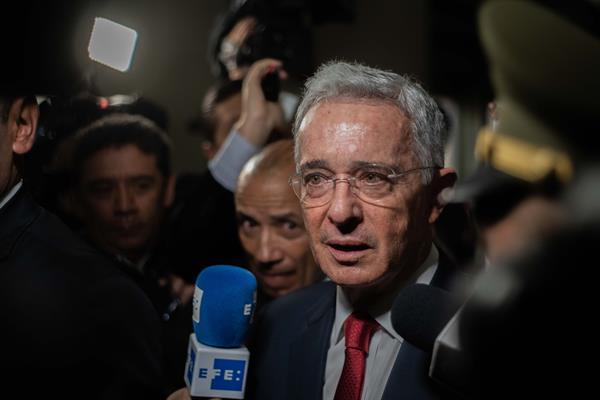 El expresidente colombiano Uribe propuso una amnistía general para lograr la paz