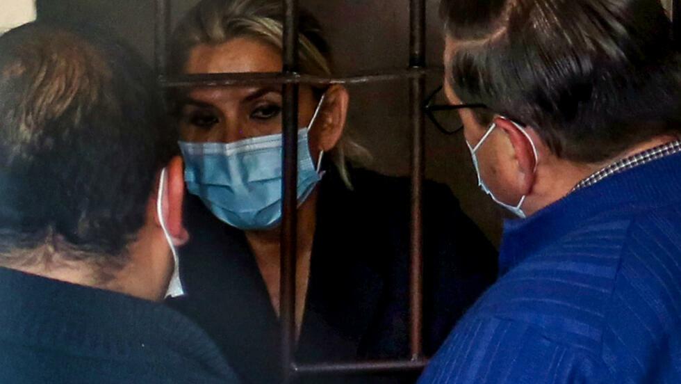 """Expresidenta boliviana Áñez se hizo """"autolesión"""" en la cárcel (gobierno)"""