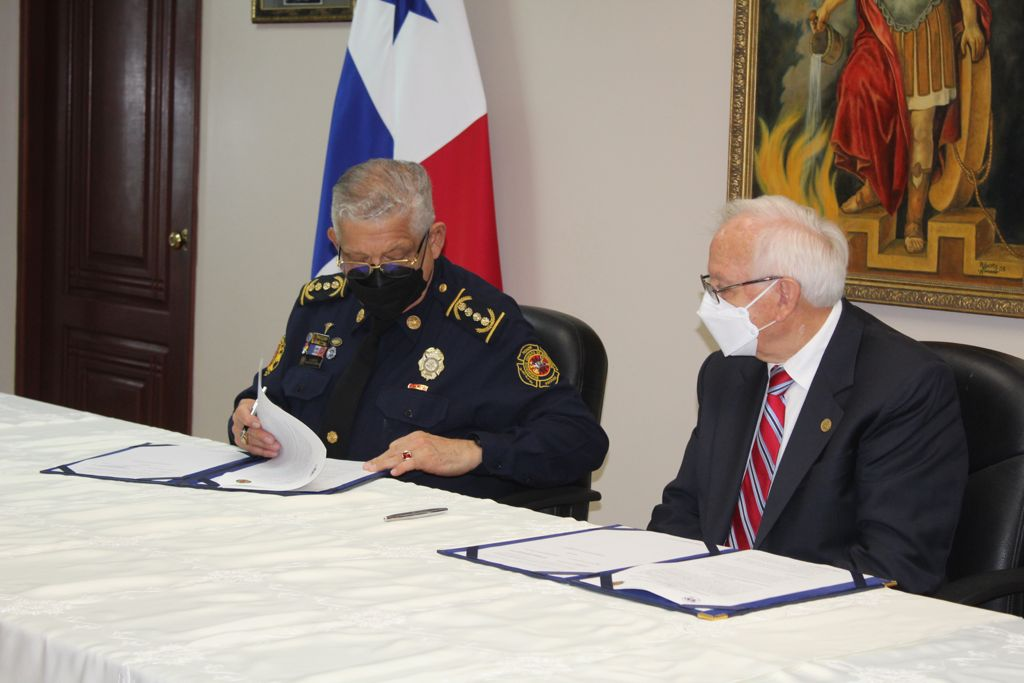 BCBRP y la UTP firman convenio de cooperación y asistencia técnica