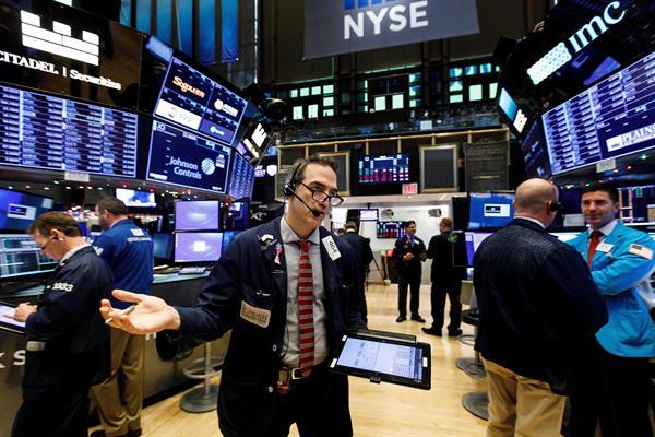 Wall Street cerró con pérdidas por los datos de las ventas minoristas en EE.UU.