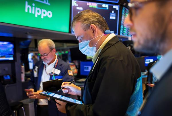 Wall Street cerró en verde, el Dow Jones subió 0,80 % y el S&P logró un récord