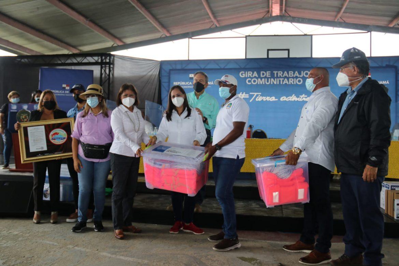 Cortizo entregó beneficios a pescadores de Panamá Oeste