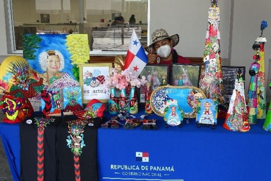 Ventana comercial de expresiones culturales en San Felipe Neri