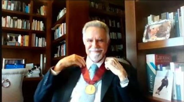 Juan David Morgan distinguido por la APEDE