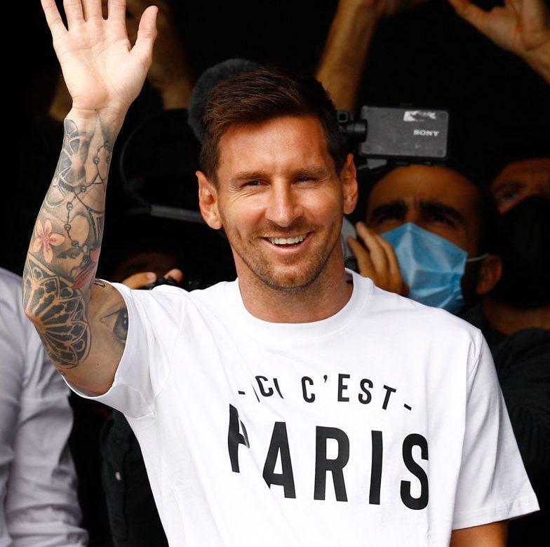 Leo Messi es recibido en París como un rey