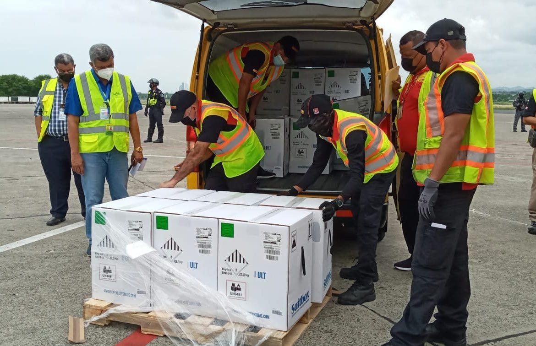 Panamá recibe nuevo lote con 375,570 vacunas Pfizer