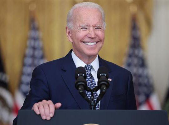 """Biden ve """"triste"""" renuncia de Cuomo por su trabajo pero respeta su decisión"""
