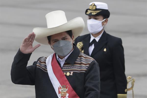 Pedro Castillo cumple sin luna de miel su primer mes como presidente del Perú