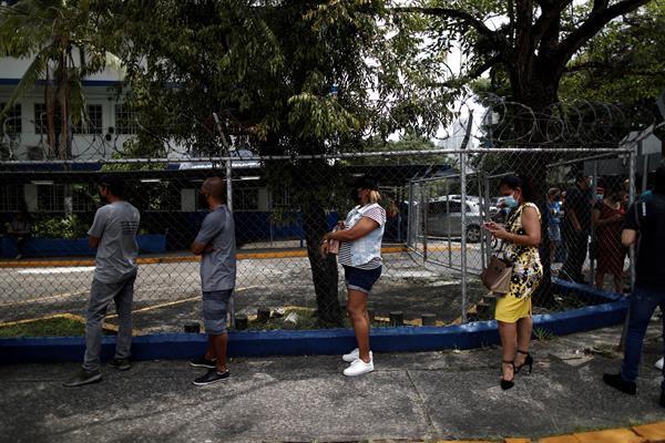 Arrancó vacunación gratuita contra covid en hospitales privados de Panamá